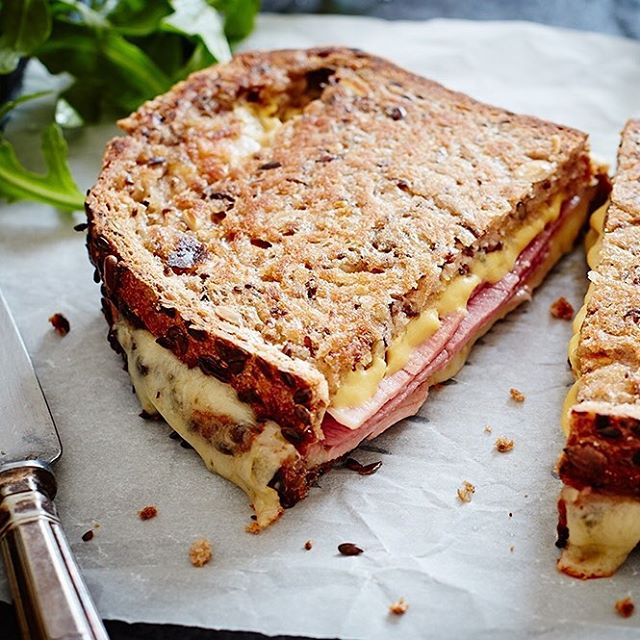 Sometimes there's nothing more comforting than a ham and cheese toastie to start the day 😊💕