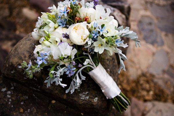 white-wedding-bouquet.jpg