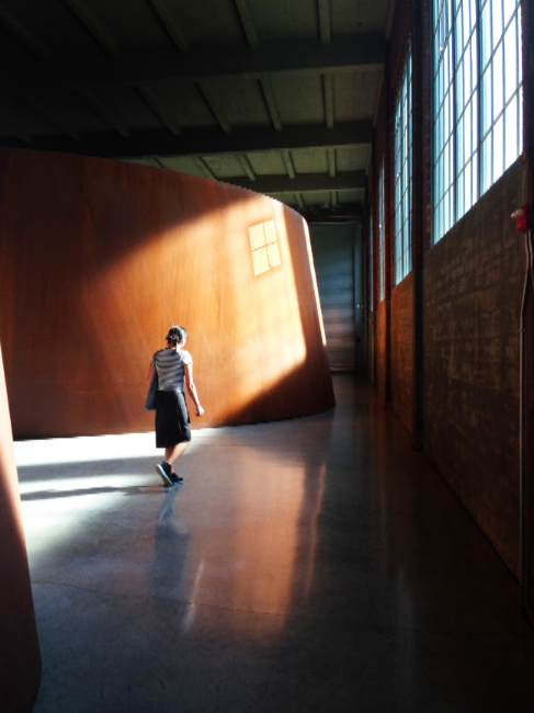 Richard Serra,  2000 , 2000. Photo: Isabella Howard; View from inside  Torqued Ellipse I , 1996. Photo: Pagan Carruthers