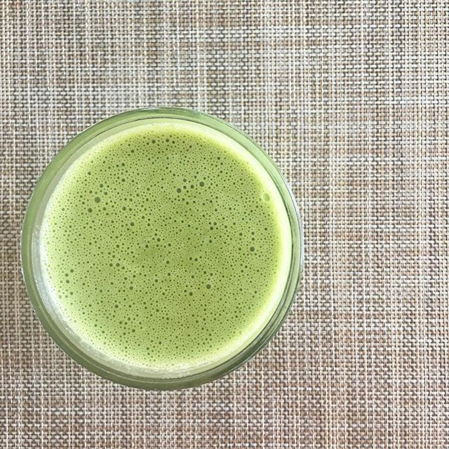 I'm low on most of our produce which calls for a mid afternoon smoothie packed with greens 🌱. I always keep a couple containers of spinach in the fridge regardless of what's on the menu for the week to be able to throw onto smoothies and soups.