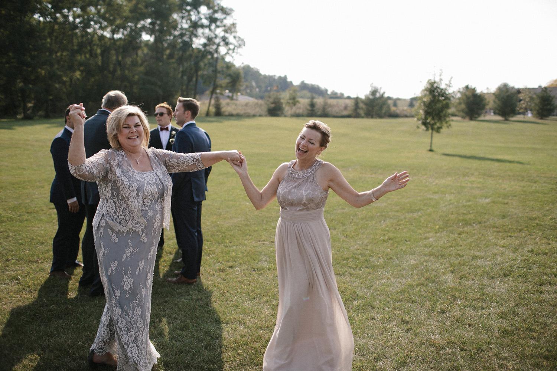 Wisconsin Backyard Wedding Photos030.jpg
