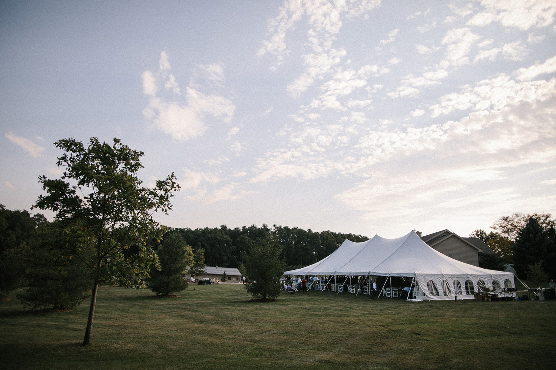 Wisconsin Backyard Wedding Photos074.jpg