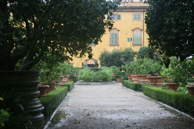 This Italian garden consistently using design elements of symmetry, order, an axial relation to the house, but what ties it together are the row of terra cotta pots. Though each one is slightly different, by keeping the same material and shape, the result is soothing. Villa Acton.