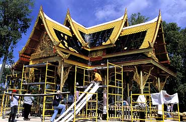 Artisans from Thailand work on Olbrich's Thai Pavilion and Garden. (Photo:  Michael Forster Rothbart )  Source: Univ. of Wisconsin