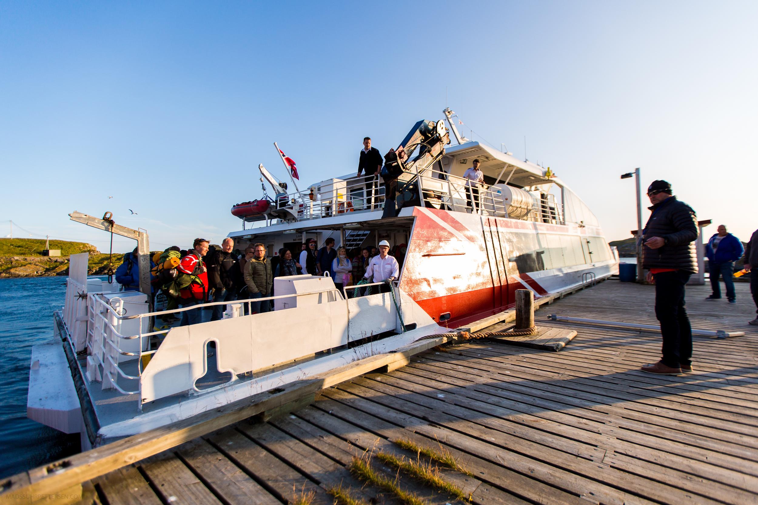 Hurtigbåten med glade festivaldeltakere kommer!