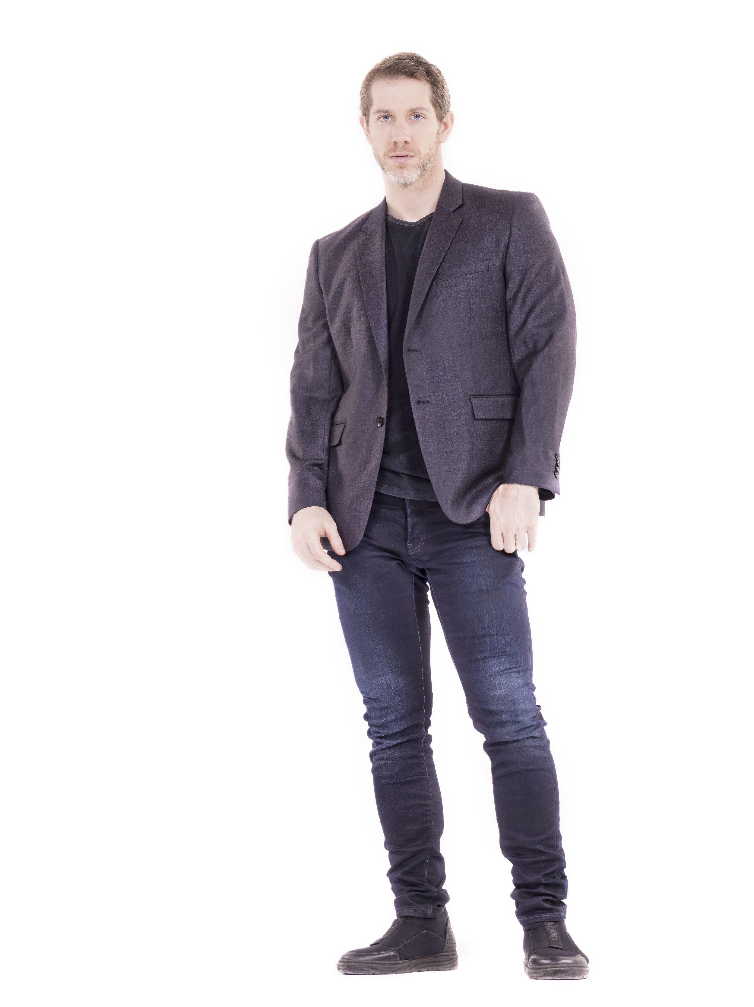Full figure Daniel.jpg