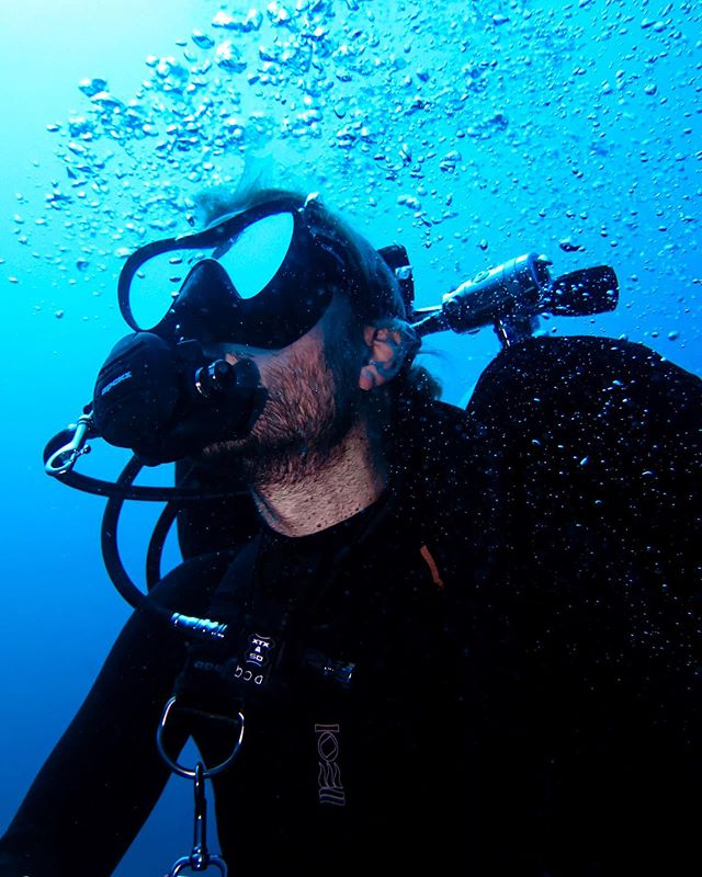 Passionate instructors are the ones who keep continuing their own dive education 👌🏻 Here's instructor @schreeben recently completing his @tdidivers Advanced Nitrox and Decompression Procedures courses with our island friends @trawangandive 💦 ⁣ ⁣ What course are you diving into next? ⁣ ⁣ 📸 @scubastevewillard ⁣ ⁣ ⁣ #divecentralgili #everydiveisafundive #ladsthatscuba #instadive #scubadivinglife #techdiver #fourthelement #lombok #travellombok #travelindonesia #indonesiatravel #travelbali #gilitravel #gilitraveller #scubadivingaddicts #gilitrawangan #giliislands #gilimeno #diveindonesia  #scubaworld #divemag #divinglife #paditv #wearepadi #oceanholiclife #uniladadventure