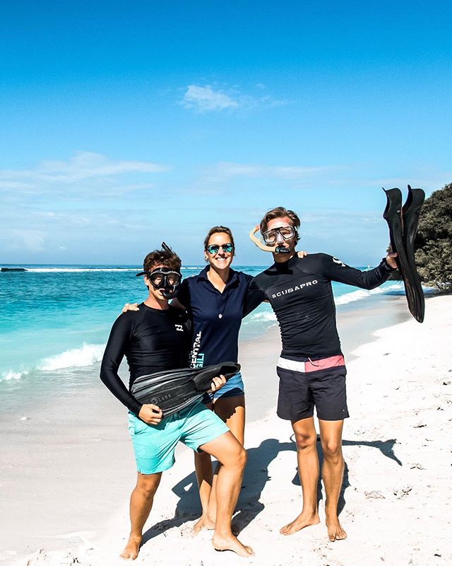 Two of our divemaster trainees preparing to complete the 800m snorkel swim requirement for their course 🤙🏻 Have you thought about taking your diving to the next level and becoming a PADI Divemaster? Expand your skills (and get a cool title to go along with it 😉)  Check out today's stories to see how the boys did 🙌🏻  📷 @sofiehall 📍 Gili Trawangan  #divemastertraining #divemaster #divemastertrainee #divemasterlife #padidivemaster #divecentralgili #islandlife #travelbali #travelgilis #instadive #scubadivinglife  #everydiveisafundive #gilitrawangan #giliislands #gilimeno #diveindonesia #scubajunkies #scubaworld #divemag #divinglife #diverlife #padi #paditv #wearepadi #oceanholiclife 