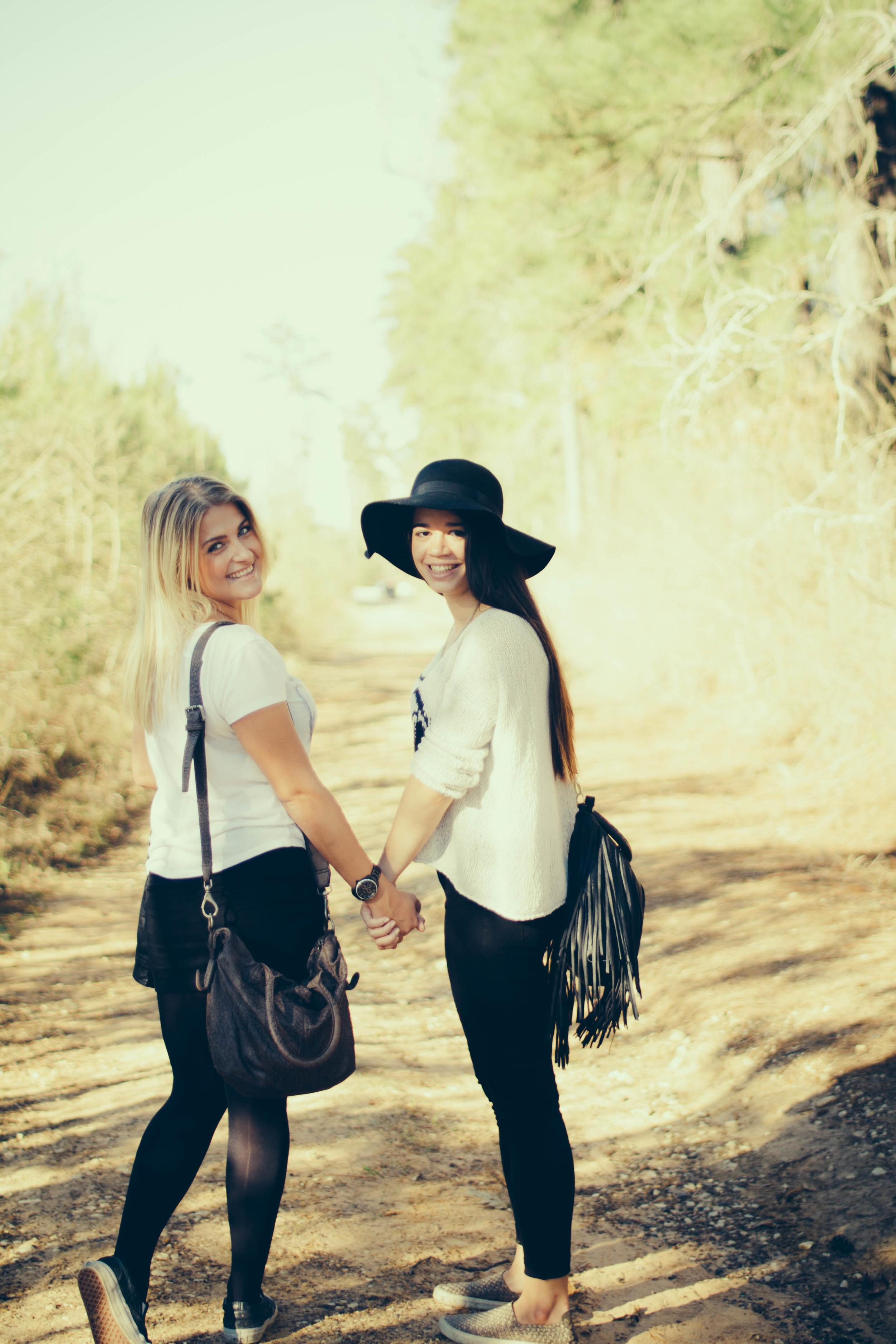 sophie and yona  -  © Madeleine Bonin-7919.jpg