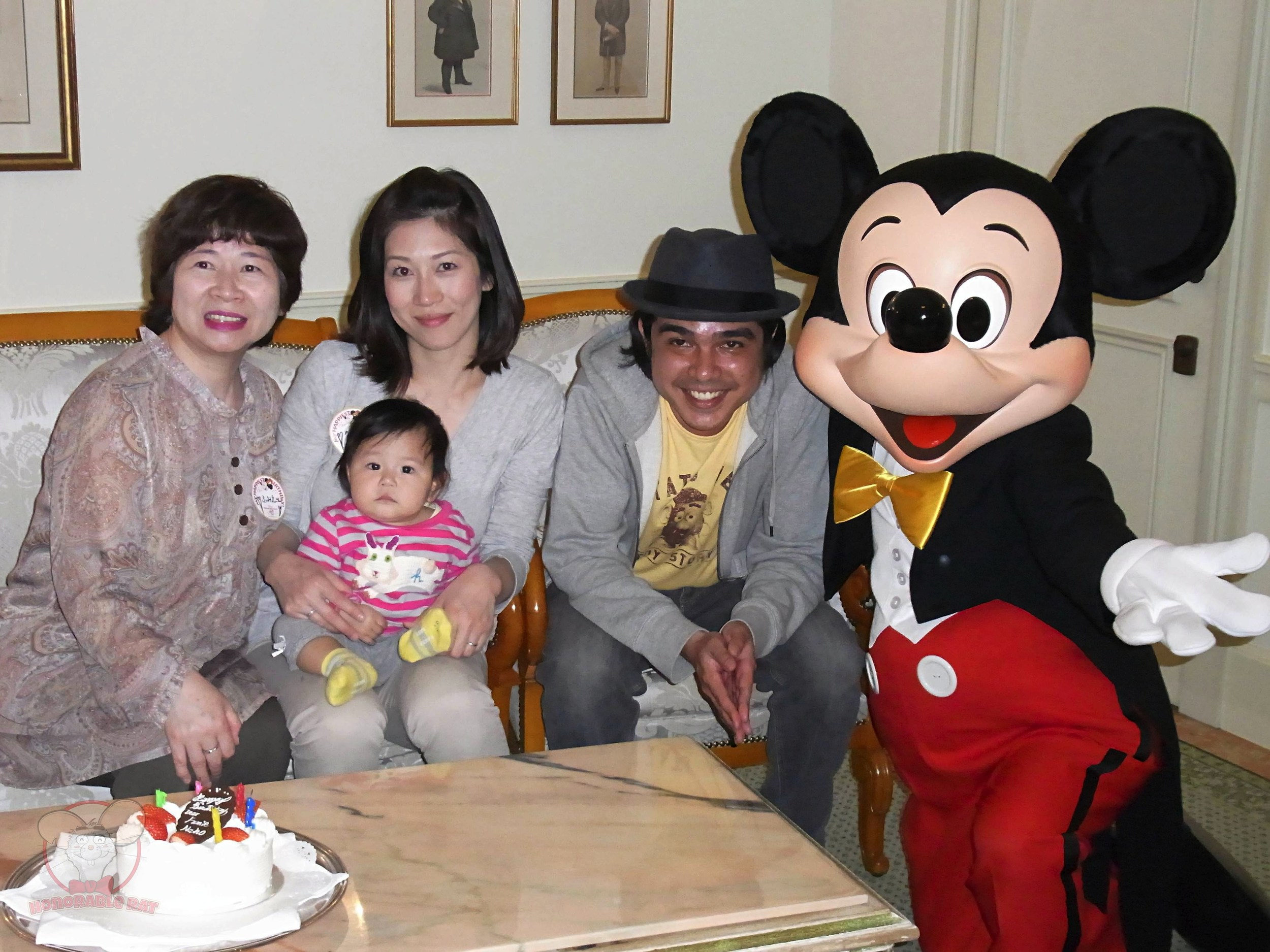 Final picture with Mickey in an exclusive room in Club 33.