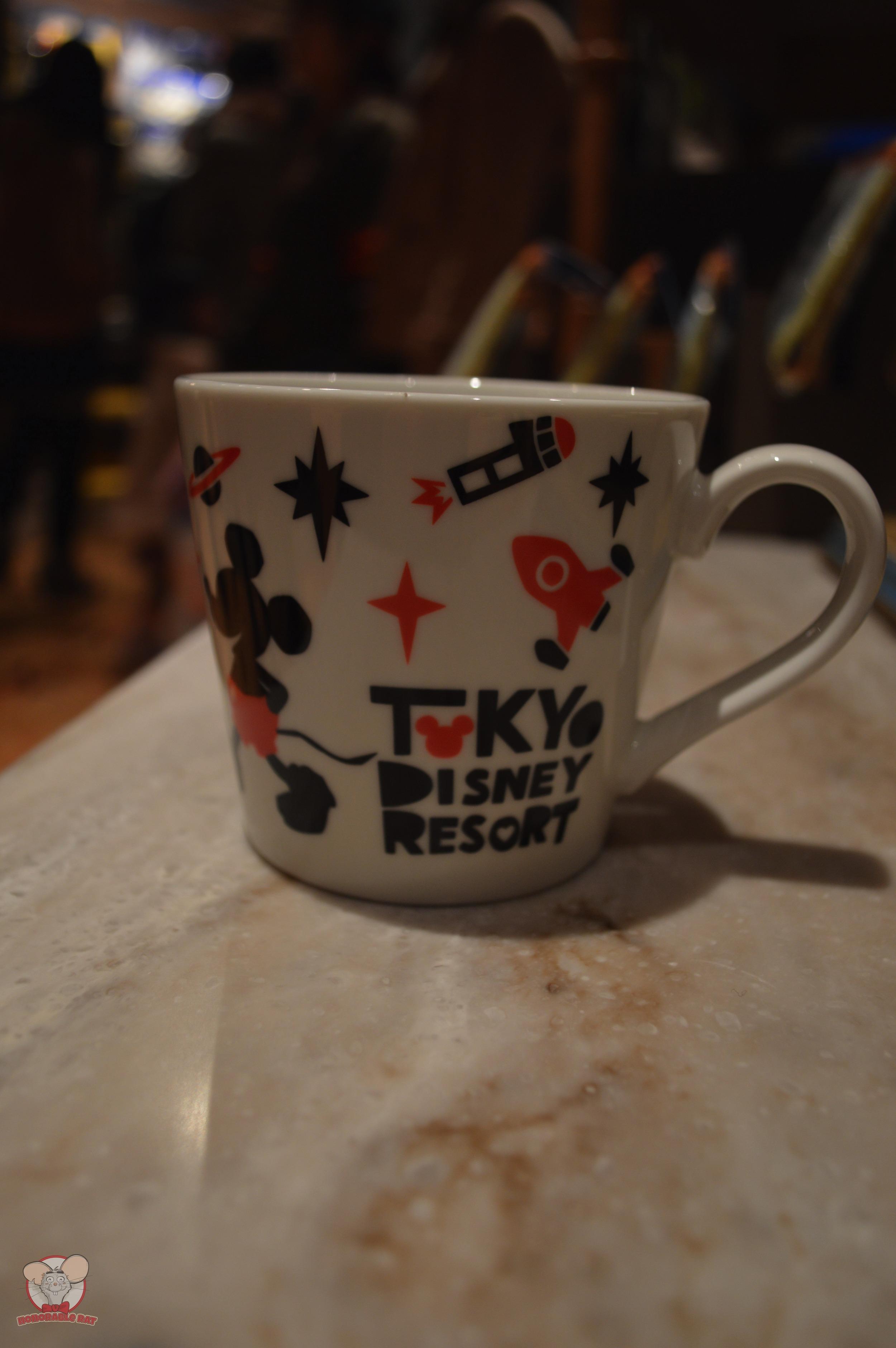 Tokyo Disney Resort Red Mug (Front): 1,100 yen