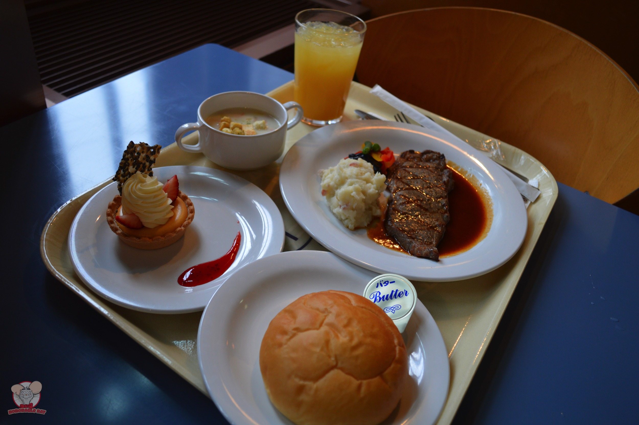 Creamy Vegetable Soup with Chicken and Shrimp, Grilled Beef Steak with Gravy (Yuzu Flavor), Double Cheese Tart and a side of bread