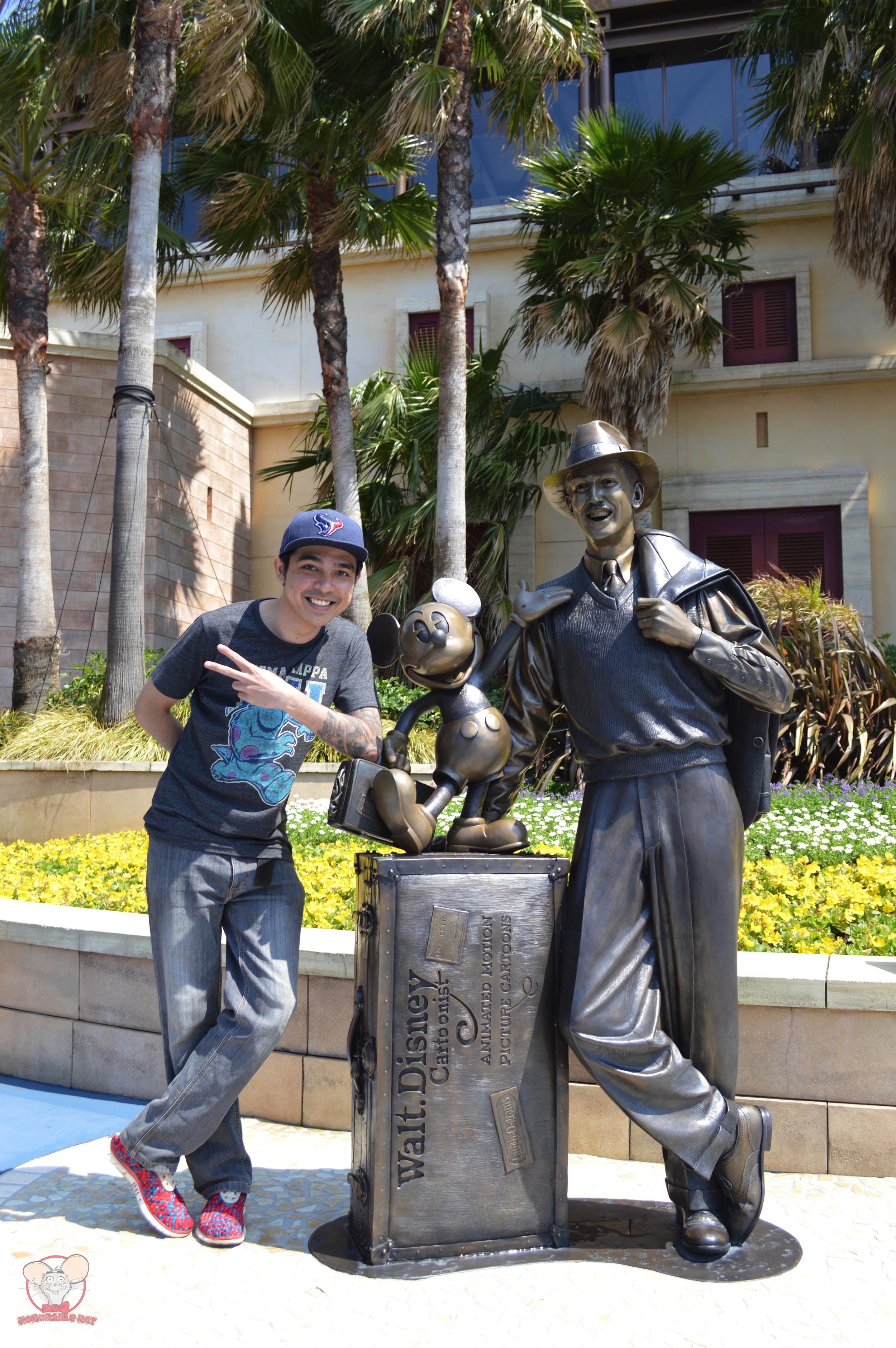 Walt Disney and Mickey statue in Tokyo Disneysea