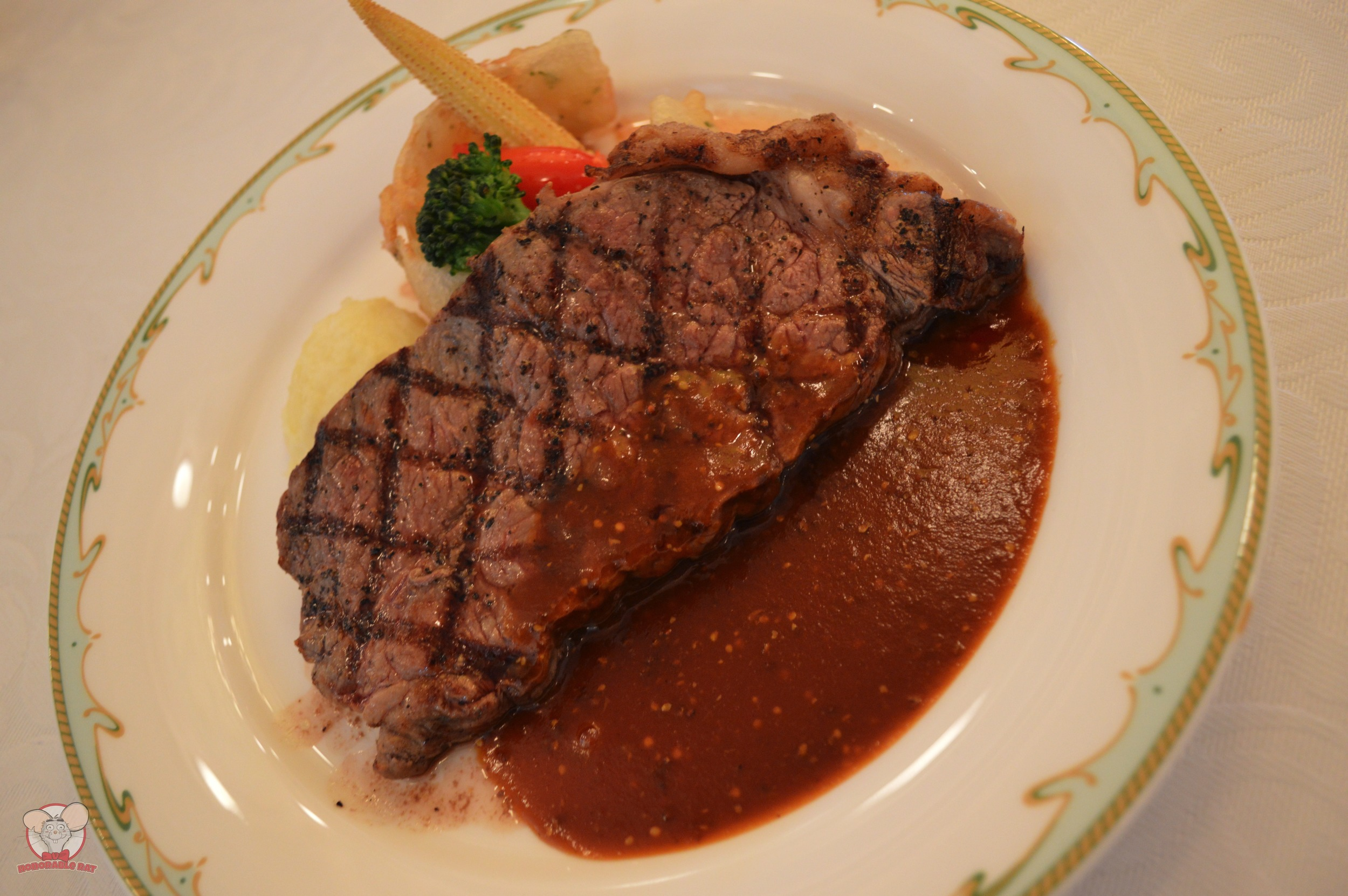 Sirloin Steak with Mashed Potatoes and Seasonal Vegetables
