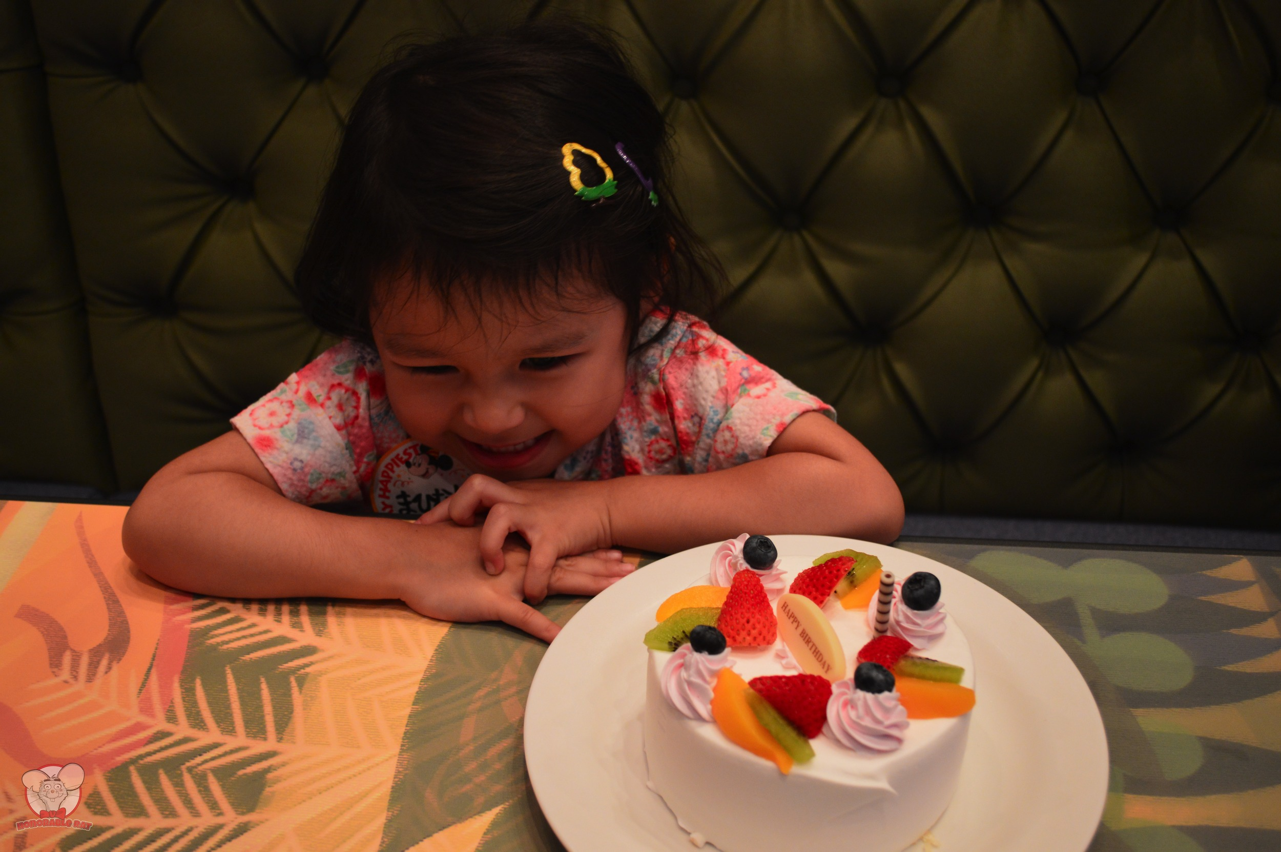 Little Mahina ready to devour her birthday cake