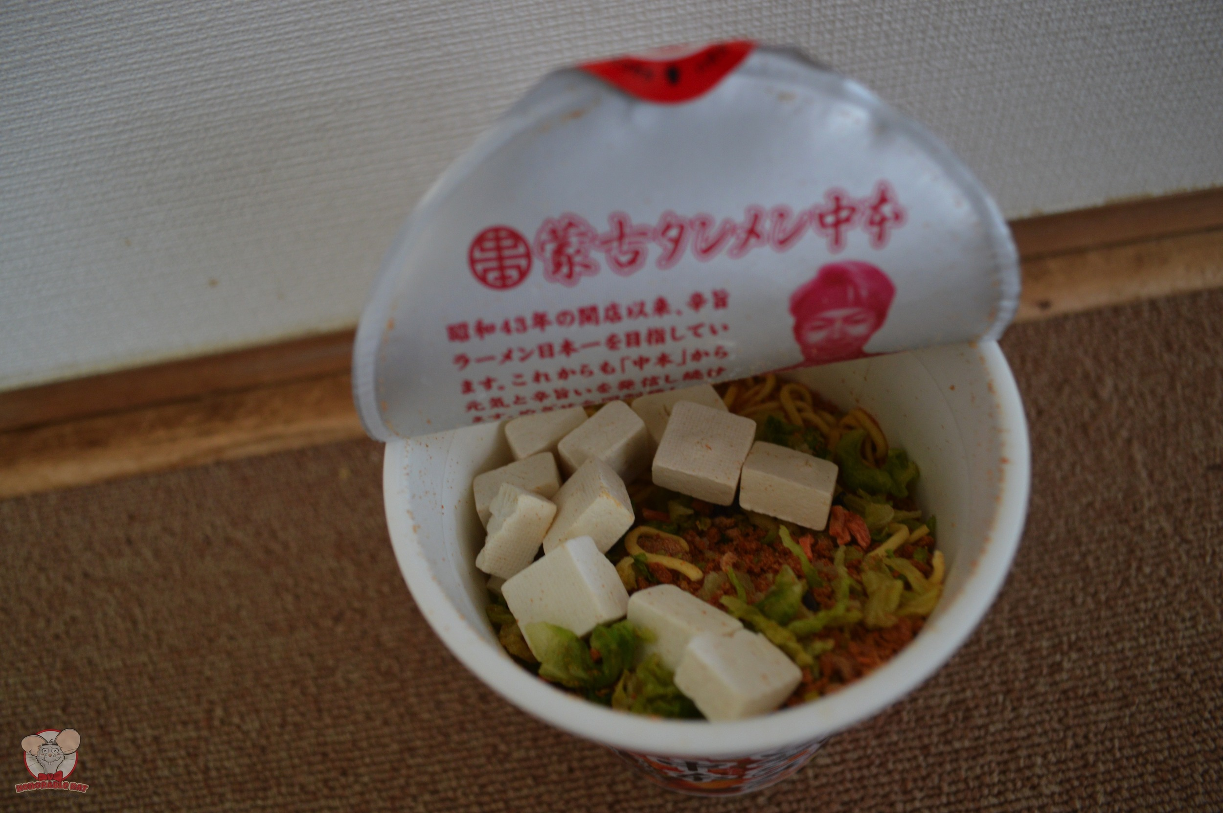 The inside of Nakamoto Moukotanmen Cup Noodles