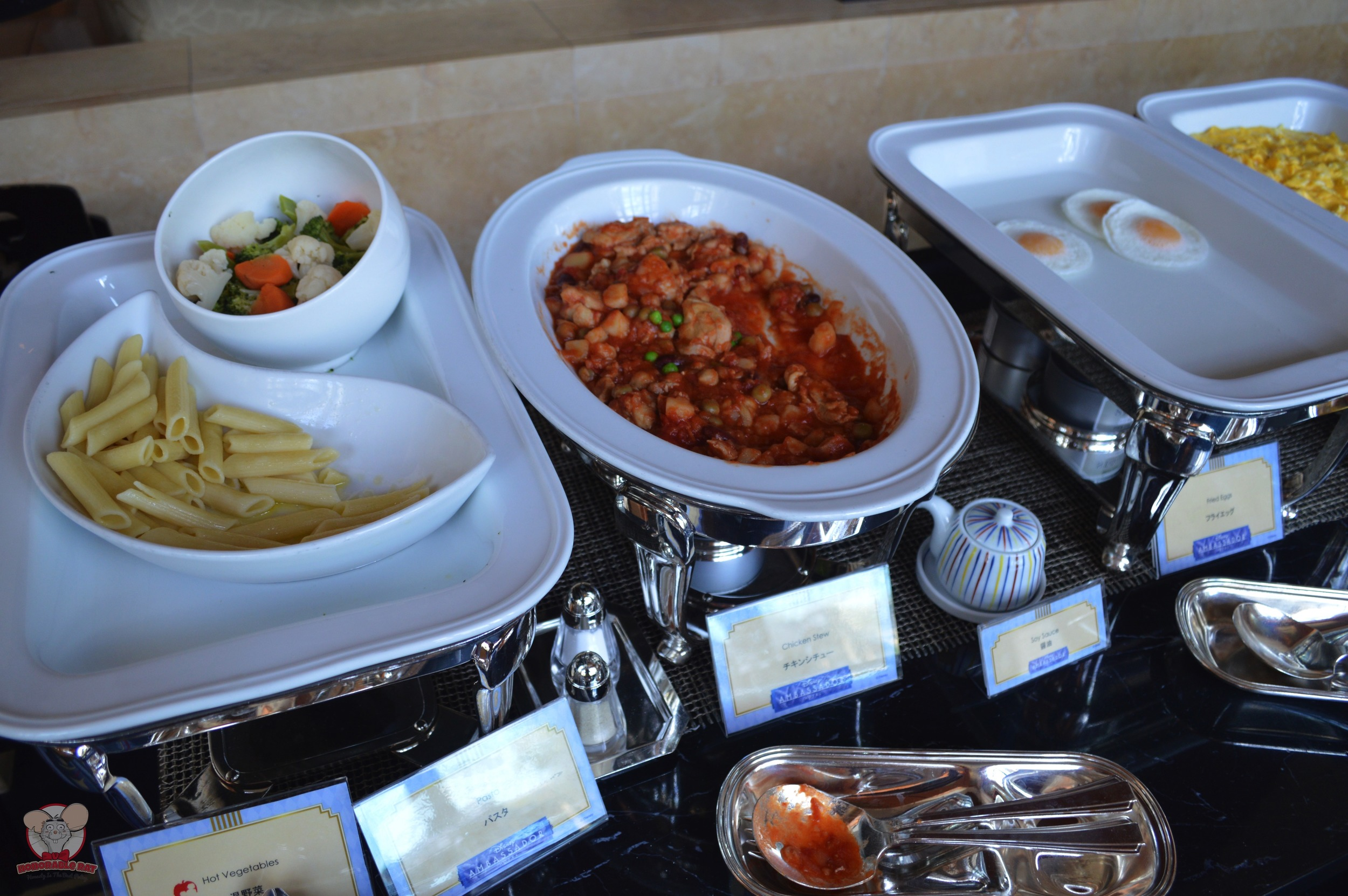 Vegetables, pasta, chicken stew and egg