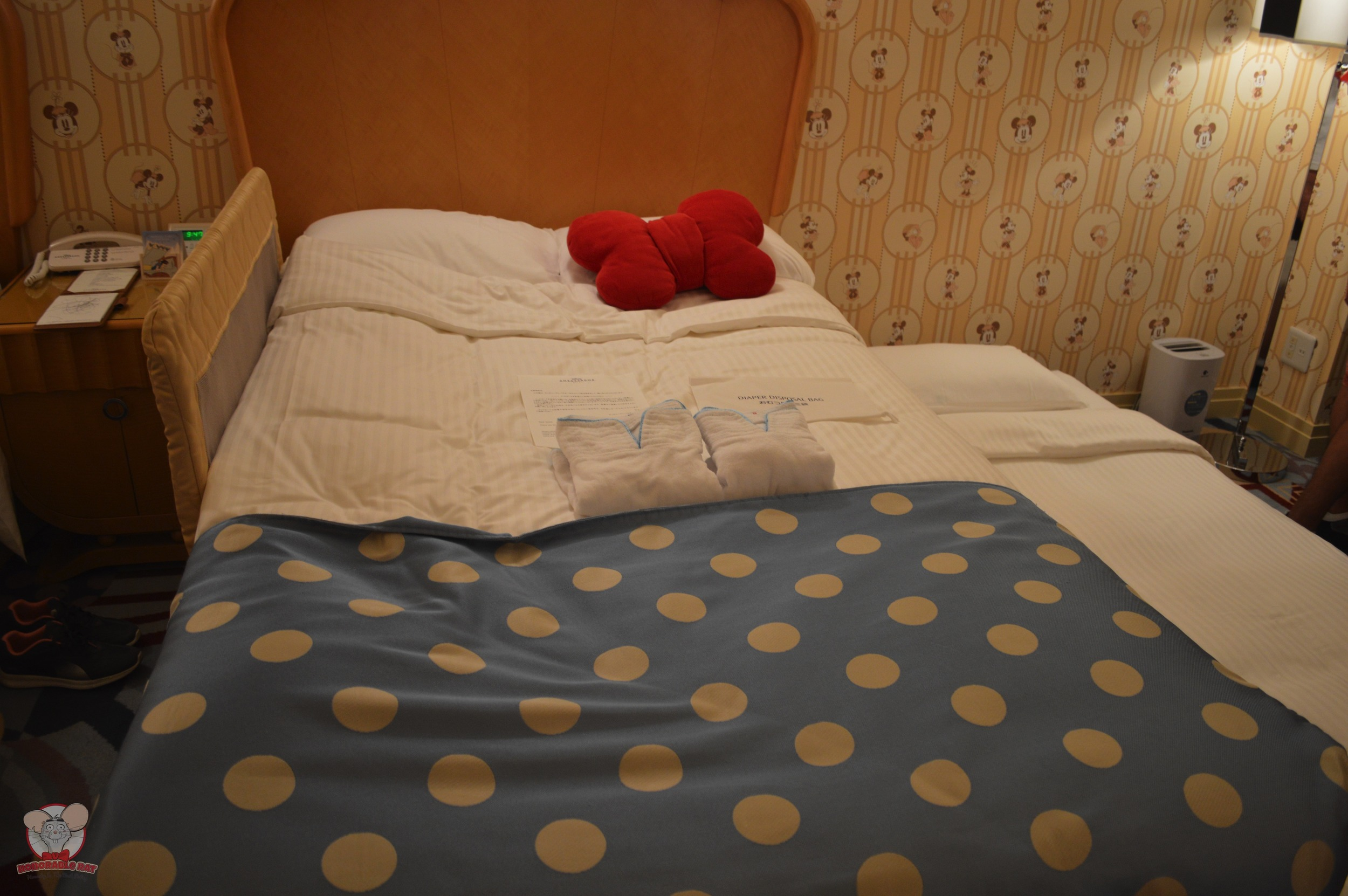 Bed with trundle bed