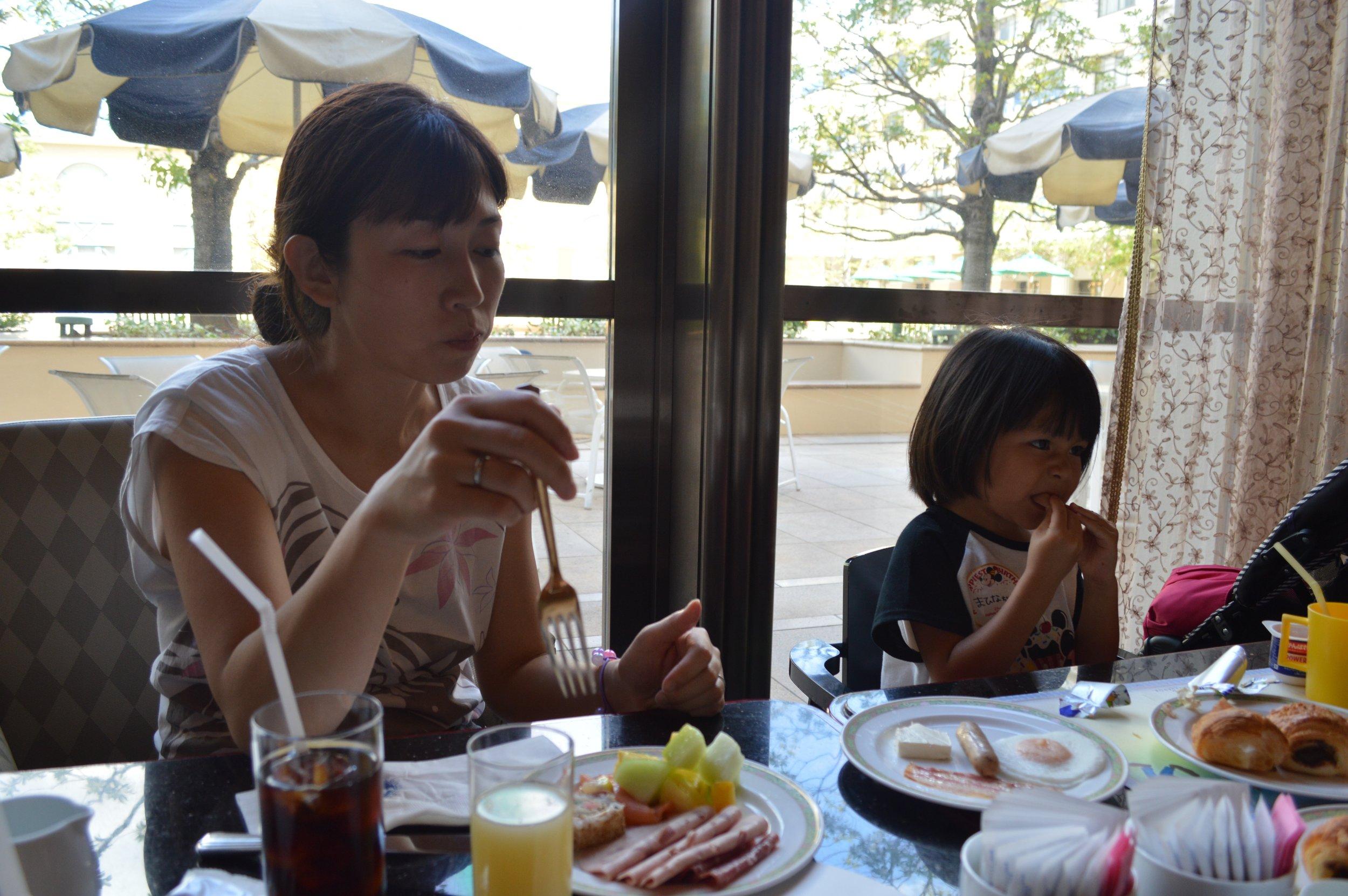 Breakfast in Hyperion Lounge in Disney Ambassador Hotel