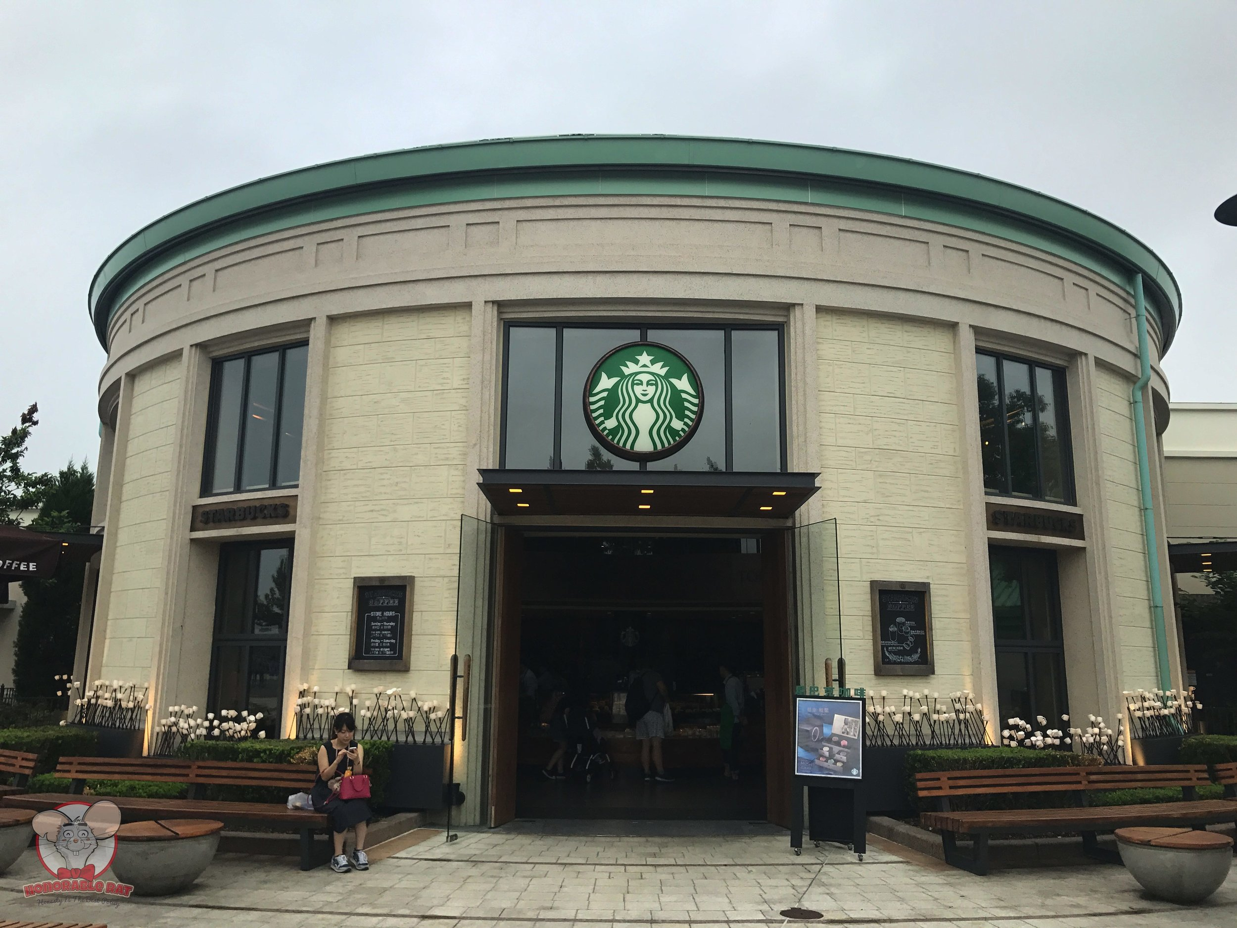 Starbucks in Shanghai Disneytown