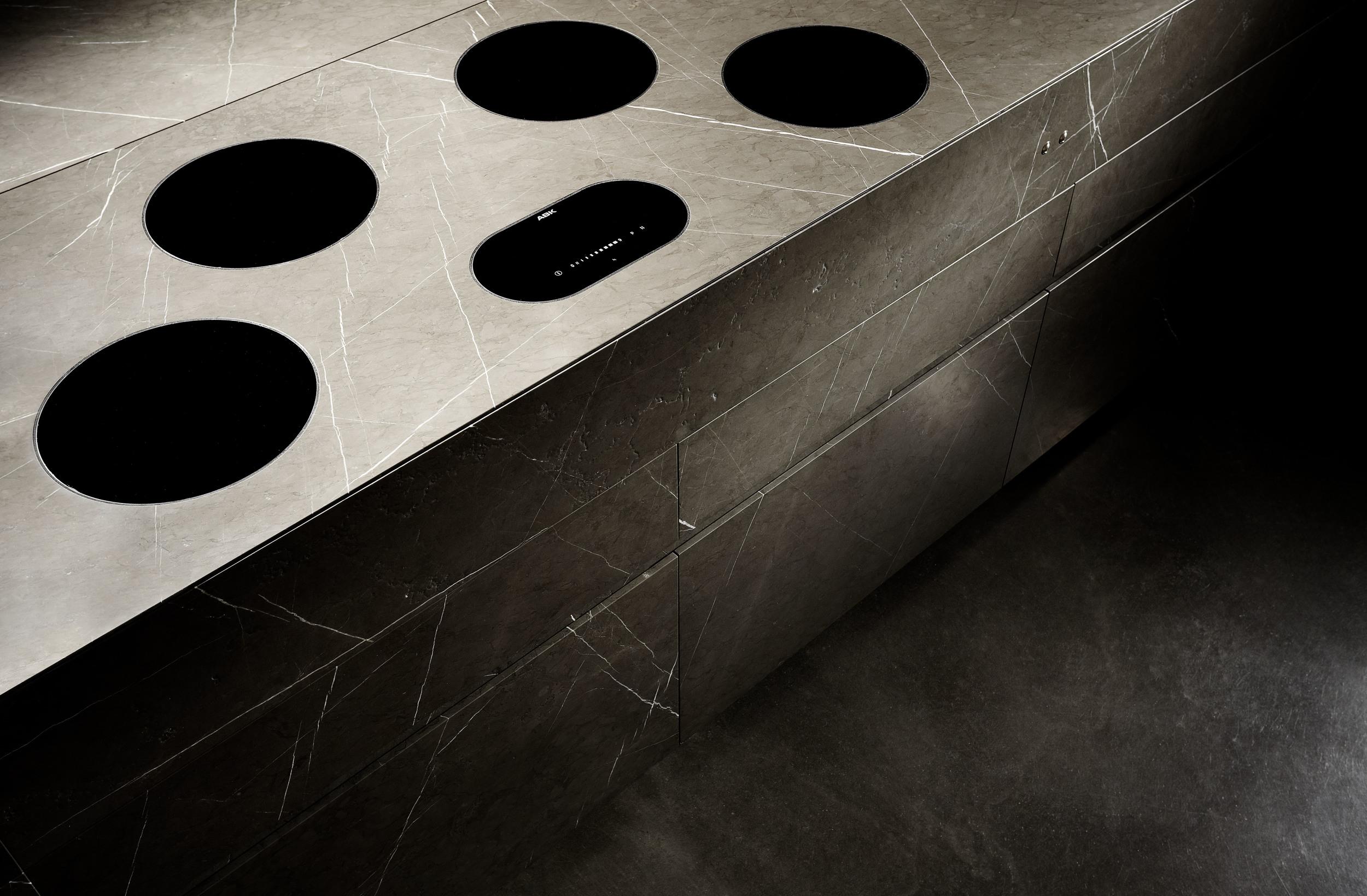 grafite_brown_limestone_Detail_02.jpg
