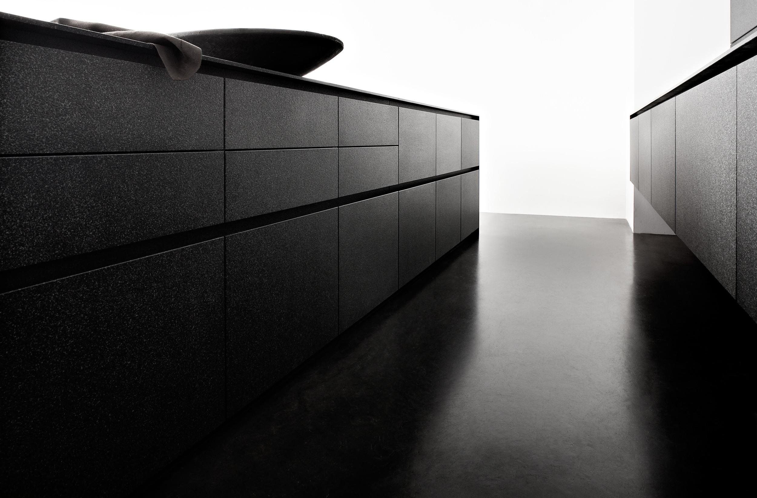 vulcano_black_k02_02.jpg