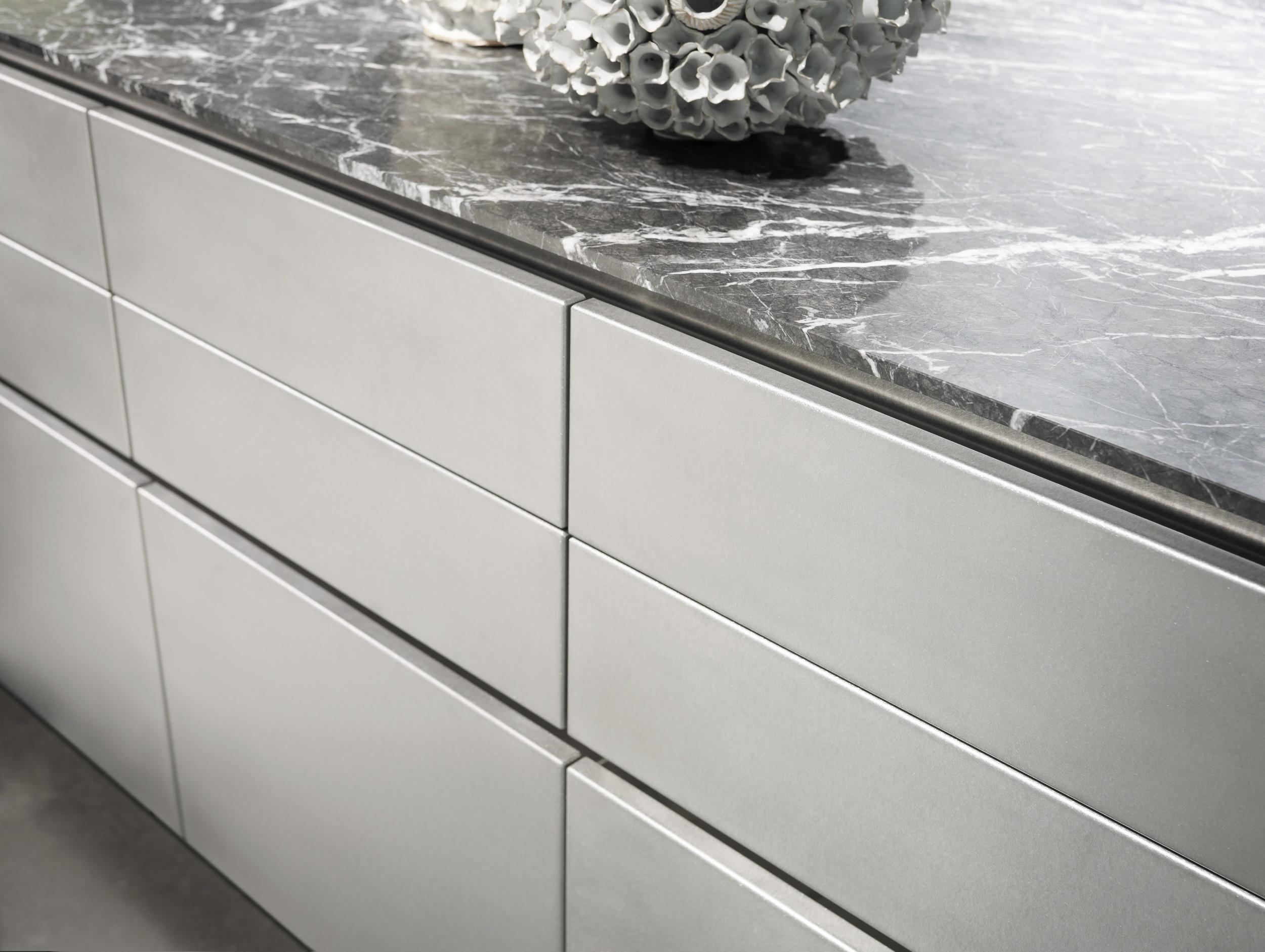 stainless_steel_matt_lacquer_detail_1.jpg