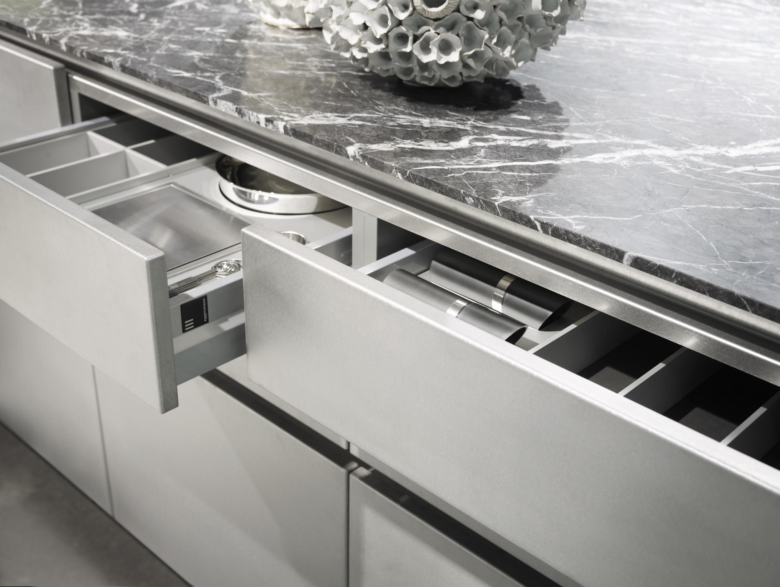 stainless_steel_matt_lacquer_detail_2.jpg