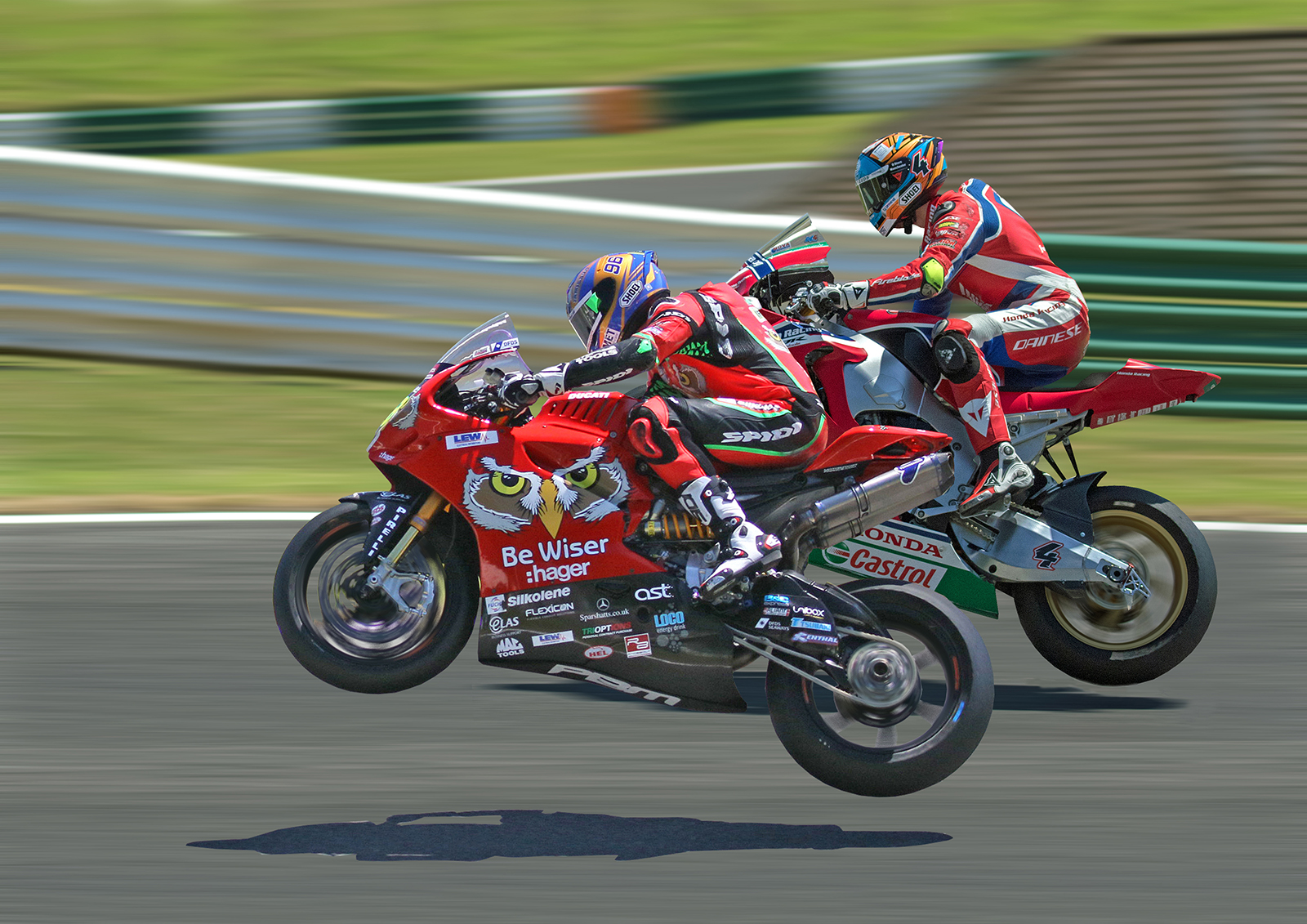 PL7D2_7920 - Final Back ground - blurred - perfect - Bikes close together1600px.jpg