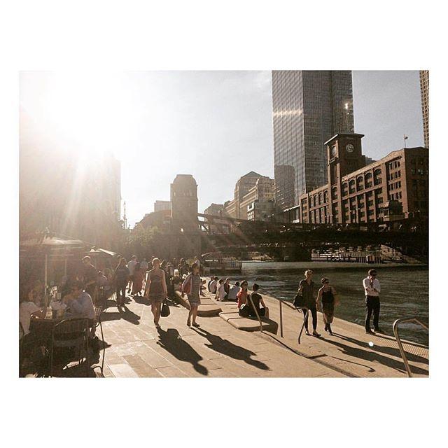 River walking #chicago #trustudio @tru.studio