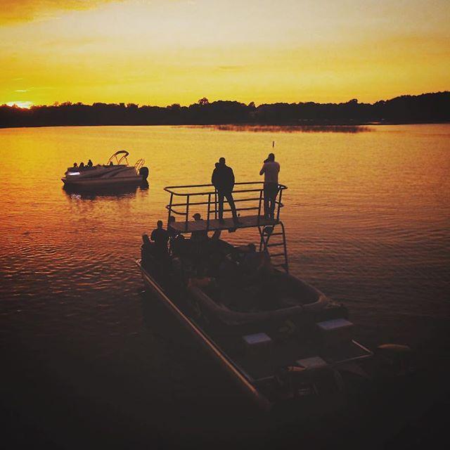 The gorgeous Minnesota light at our #larsonboats shoot. @nateluke #minnesota #10000lakes #boating #emissaryartists #nateluke