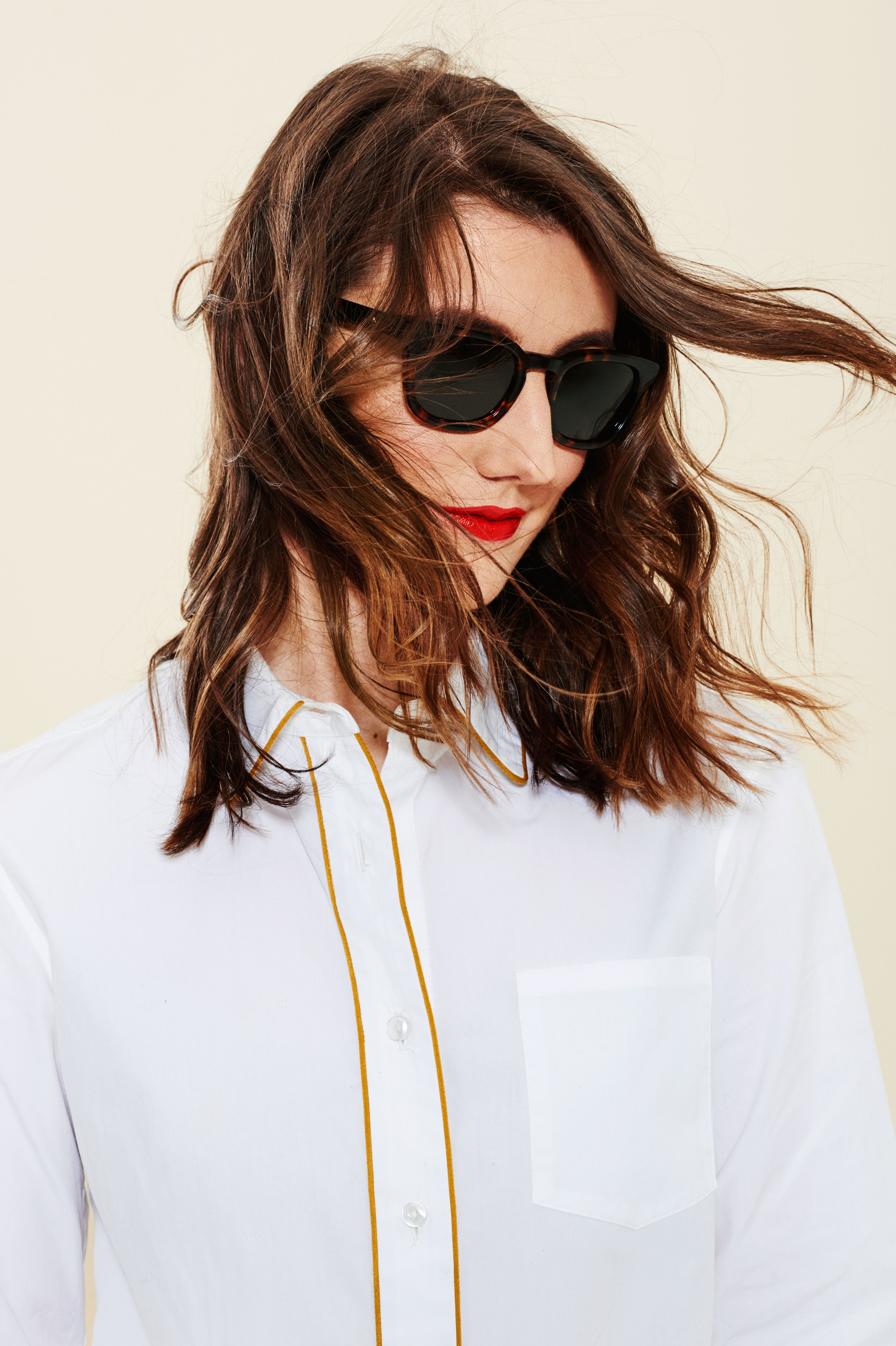 Sunglasses and Lipstick Are All You Need for Perfect Spring Style