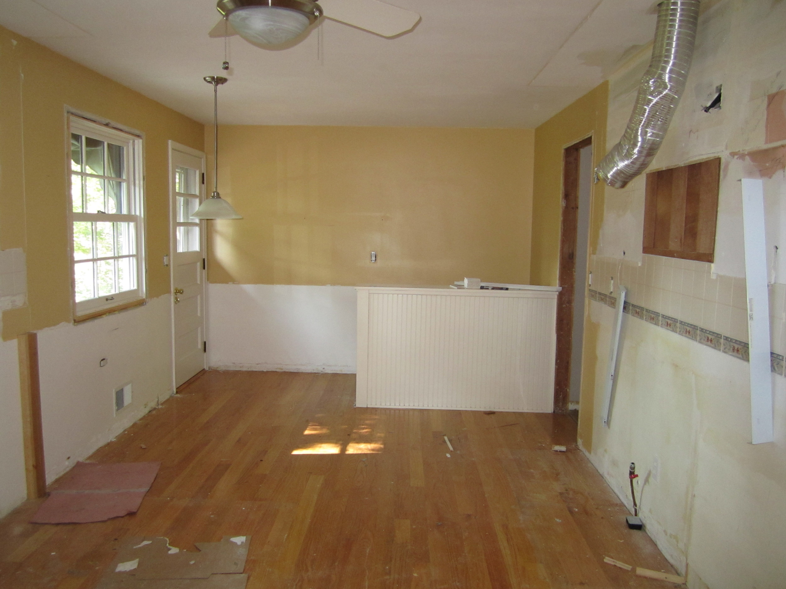 6820Oaklawnkitchen-before.jpg