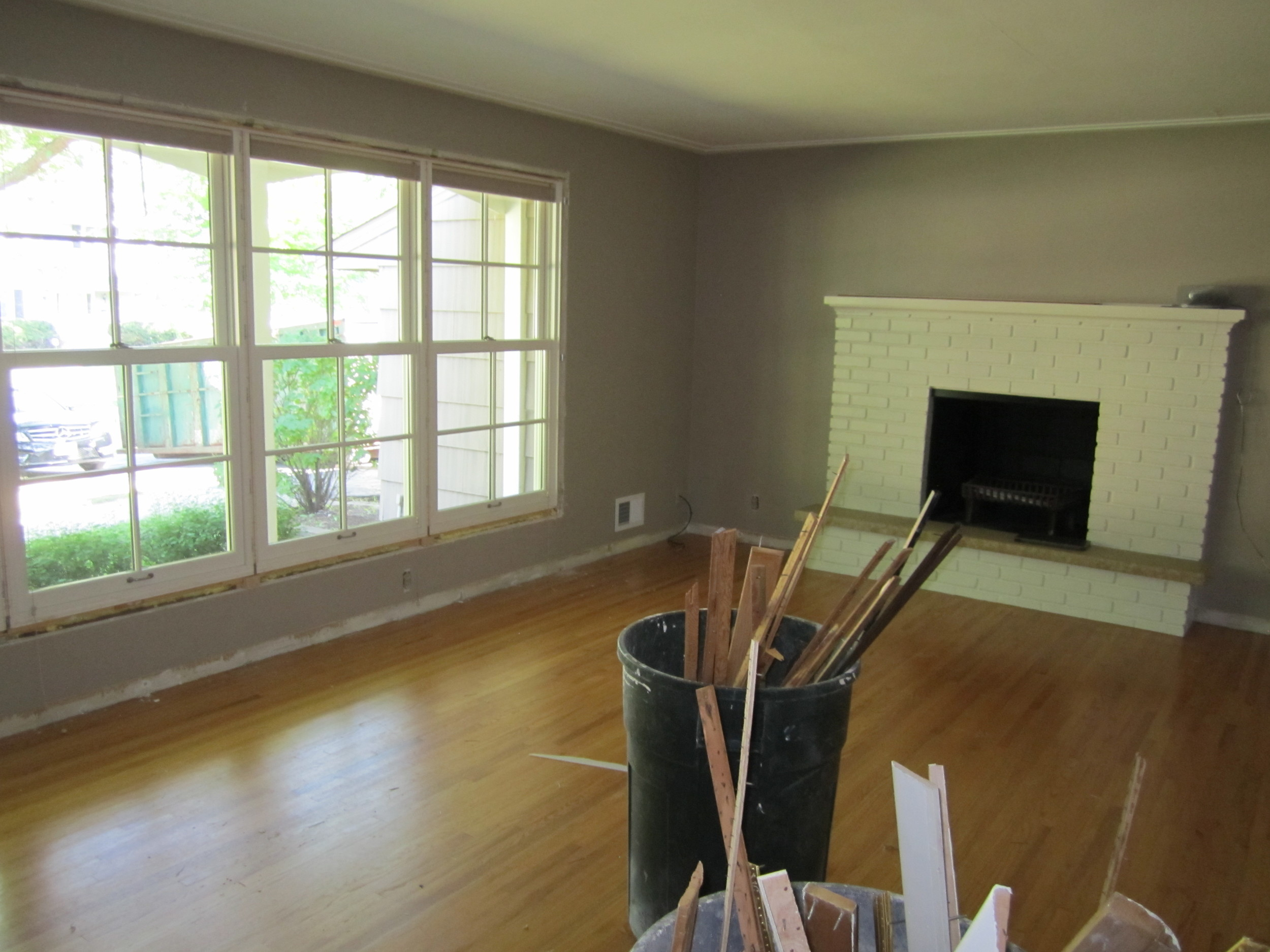 6820Oaklawnlivingroom-before.JPG