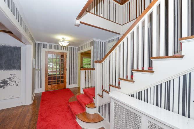 5-kenwoodstairsbf.jpg