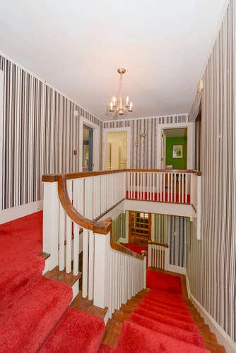10-kenwoodstairwaybf.jpg