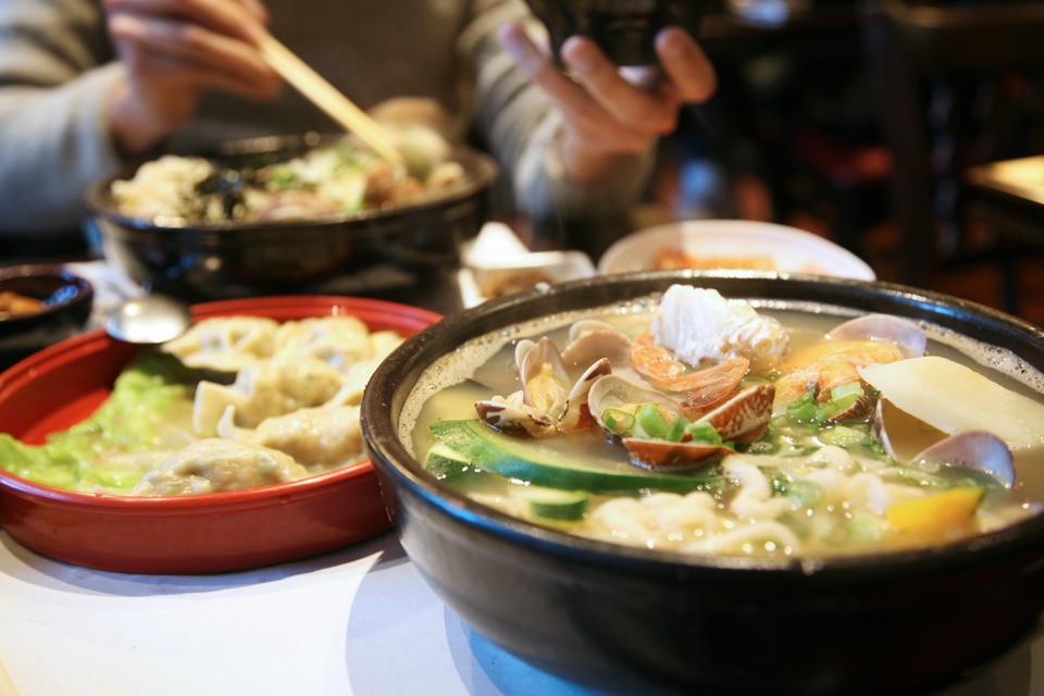 食記dine out◥ hangari bajirak kalgooksoo @ ktown // 韓國海瓜子手工刀削麵 料多湯鮮超澎湃!