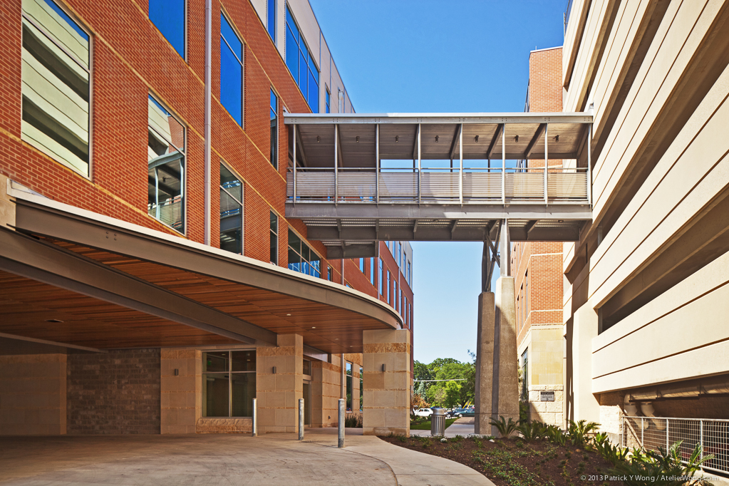 Midtown Medical_Bridge_Sixthriver Architects.jpg