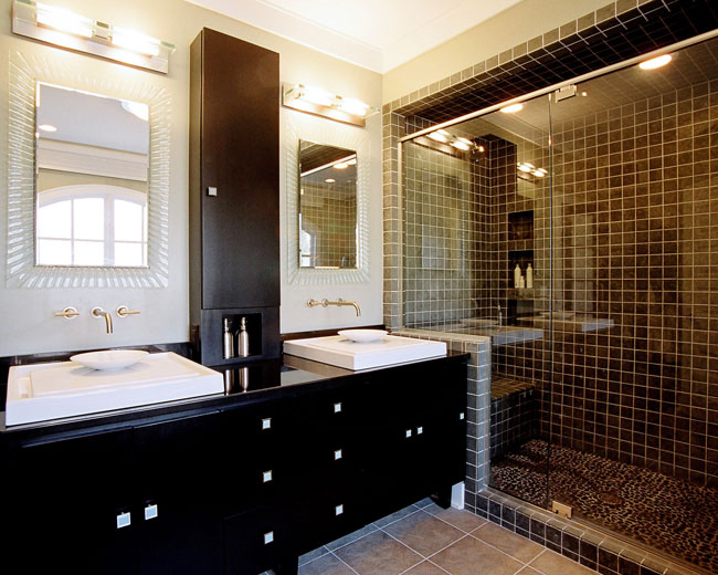 Dark tiles in shades of black, gray or brown are in fashion