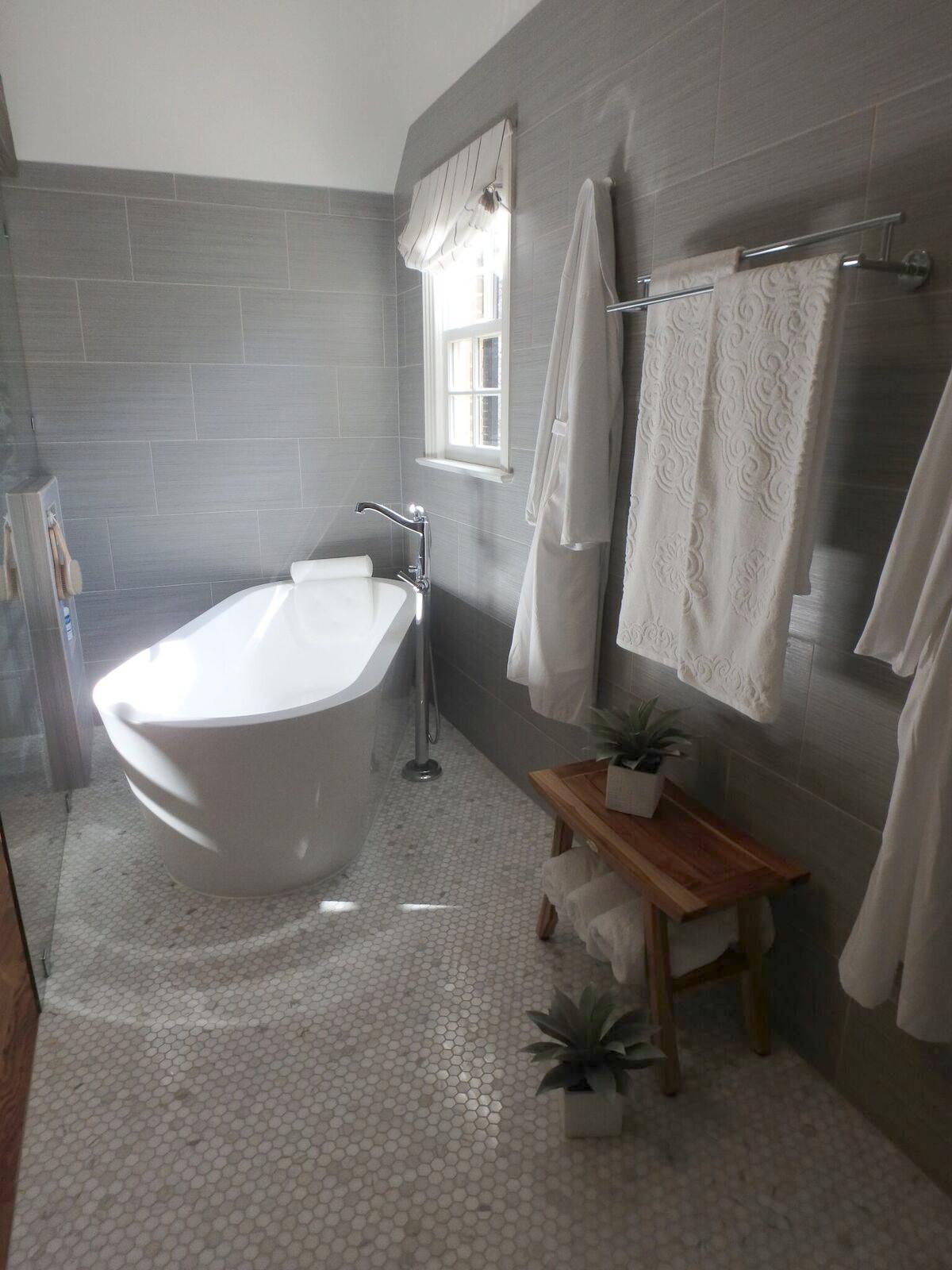 bath and towels.jpg