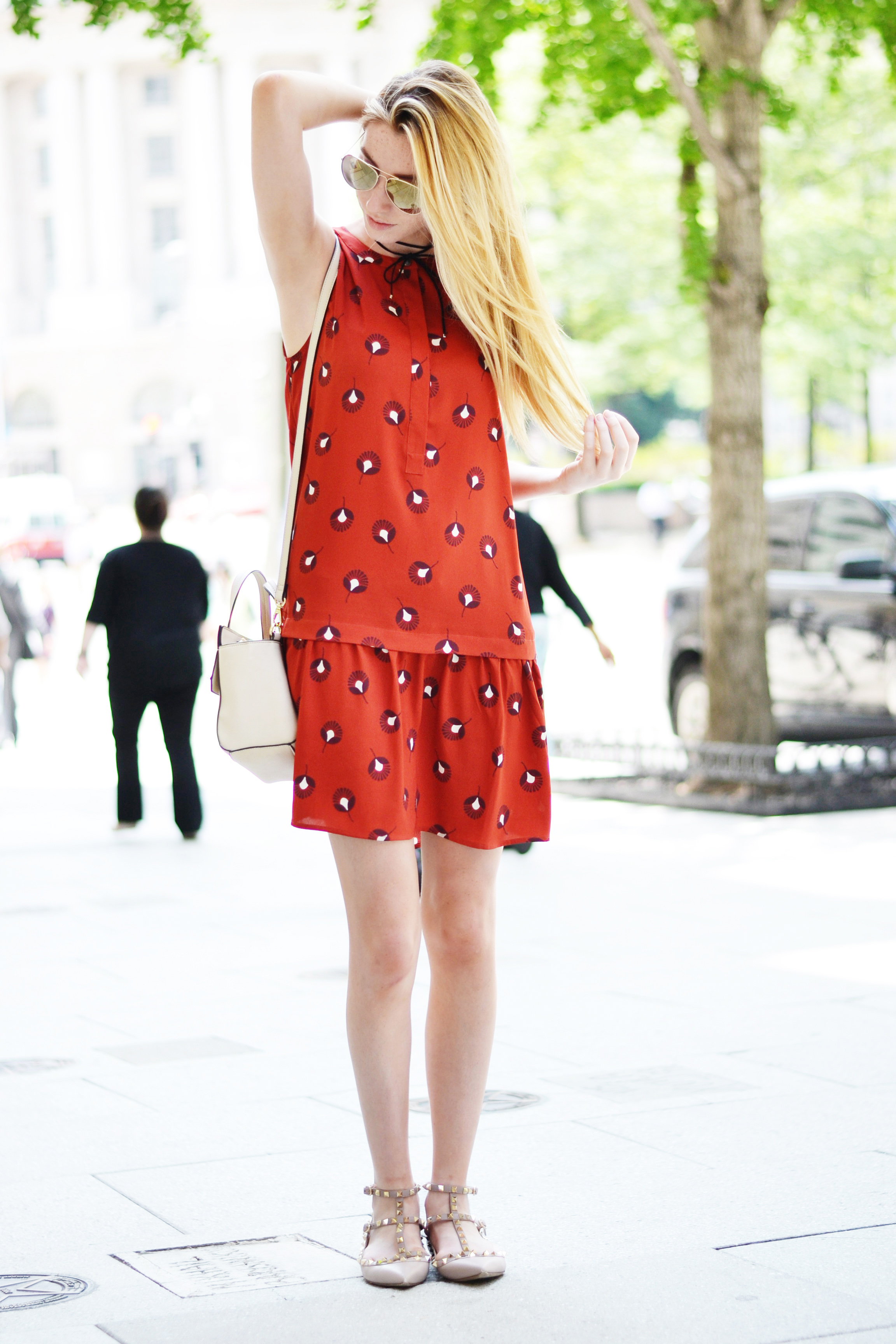 Blogger Drop Waist Dress (via Chic Now)