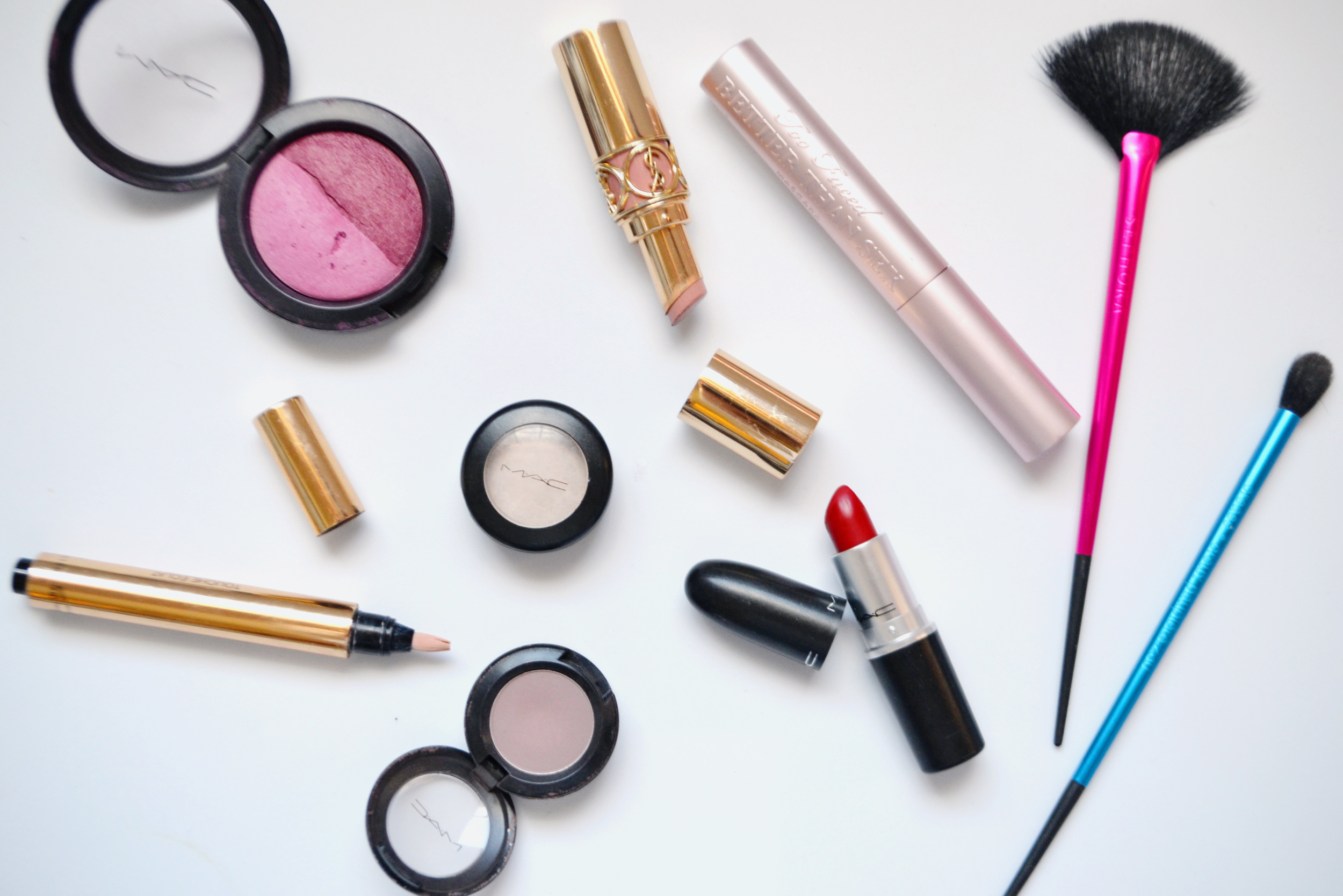 Date Night Makeup Routine (via Chic Now)