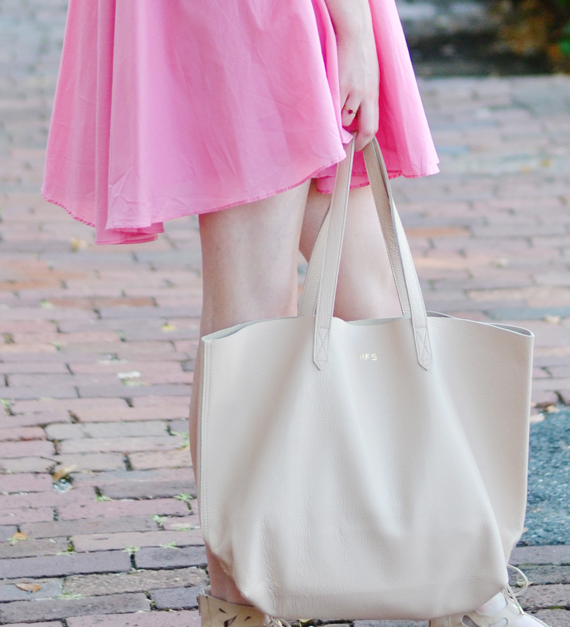 Cuyana Tote Blogger Bag (via Chic Now)