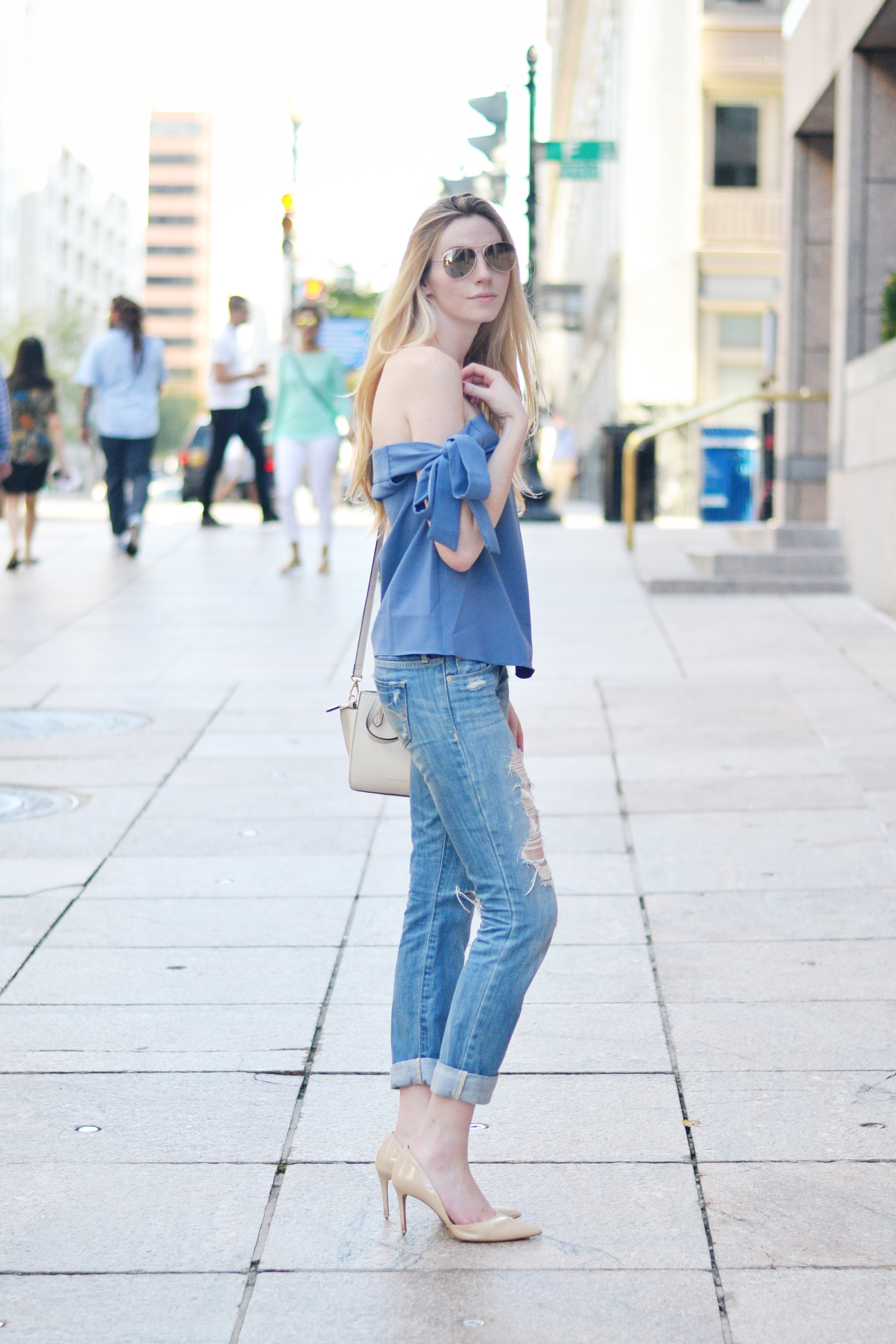 Blogger Bow Outfit (via Chic Now)