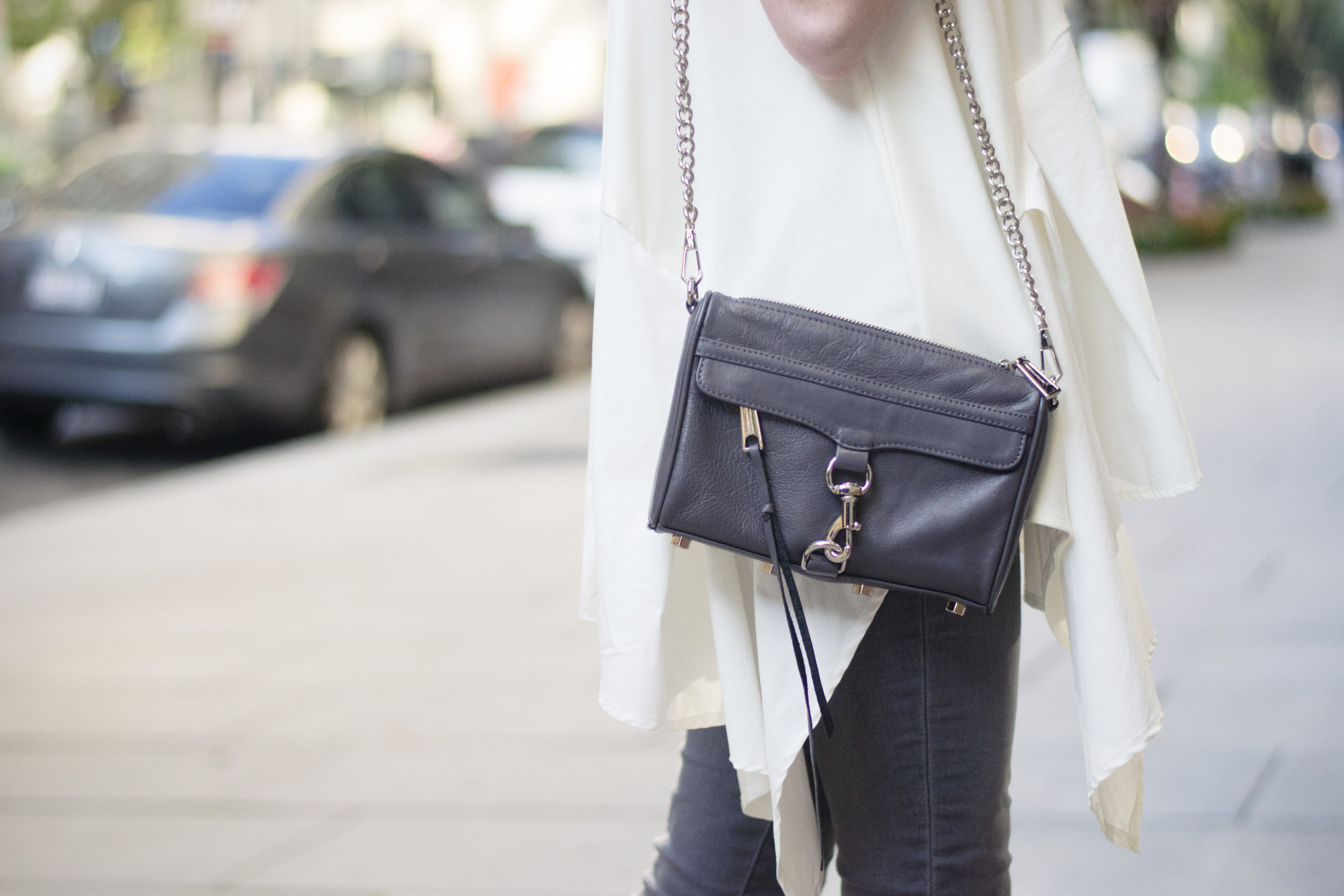 Chic Pairing: Ruffles & Crossbody Bag (via Chic Now)