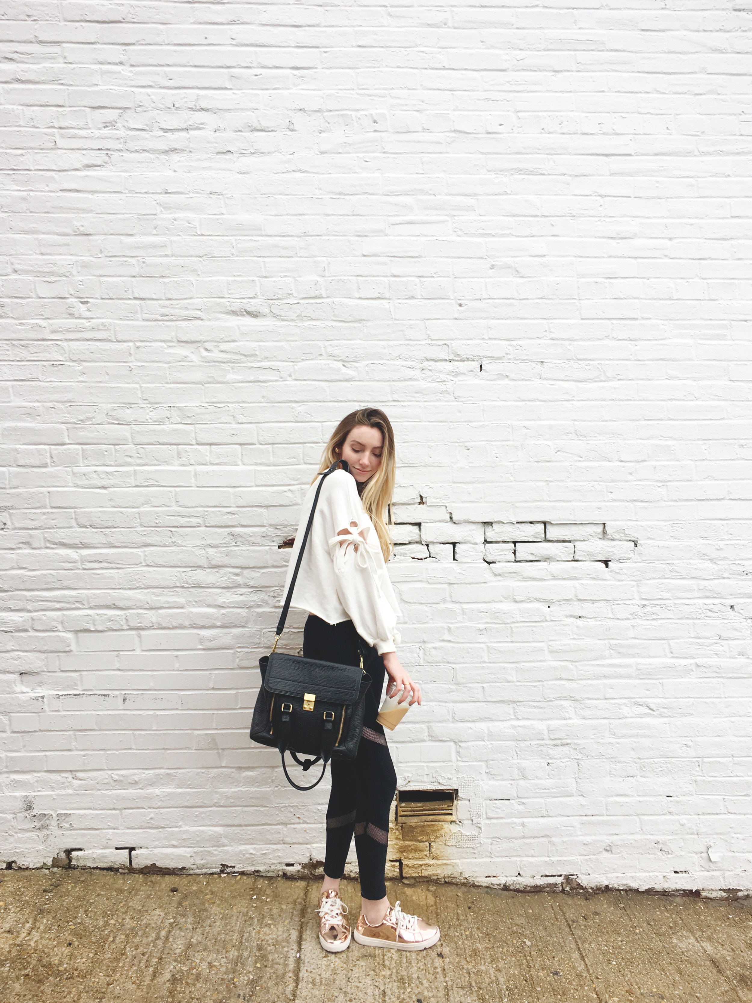 Bow Sweatshirt Blogger