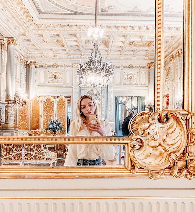 Someone hand me a pastry, I want to pretend I'm in Versailles 🍰