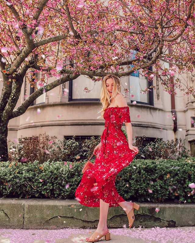 Goal: become the 💃🏼 emoji. Am I there yet?? ⠀⠀⠀⠀⠀⠀⠀⠀⠀⠀⠀⠀ Getting some serious help thanks to my new @amazonfashion dress (you can shop my whole #FoundItOnAmazon look in my IG stories) #Ad