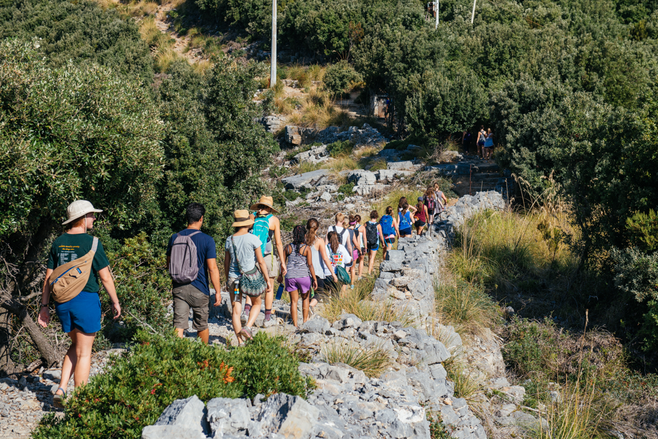 Students hiking up the final ascent to the lookout on Palmaria Island.