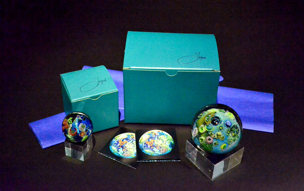 TEAL FOLDED GIFT BOXES WITH COBALT TISSUE PAPER